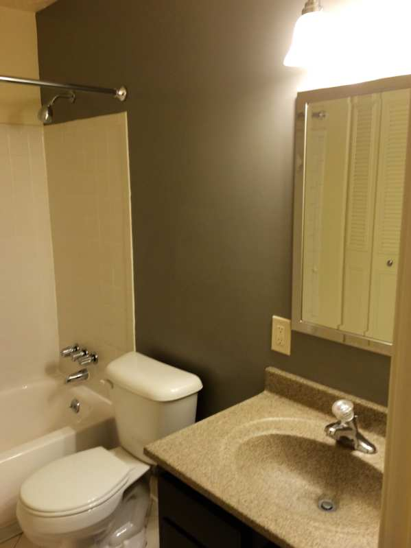 Del.rio.2bedroom.apartment.bathroom.tiled