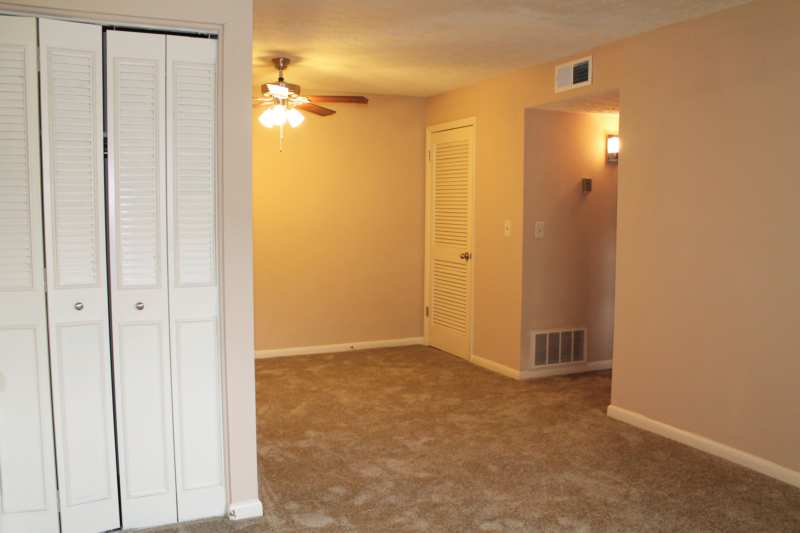 Highlands.st.francis.apartment.renovated.open.dining.area.coat.closet