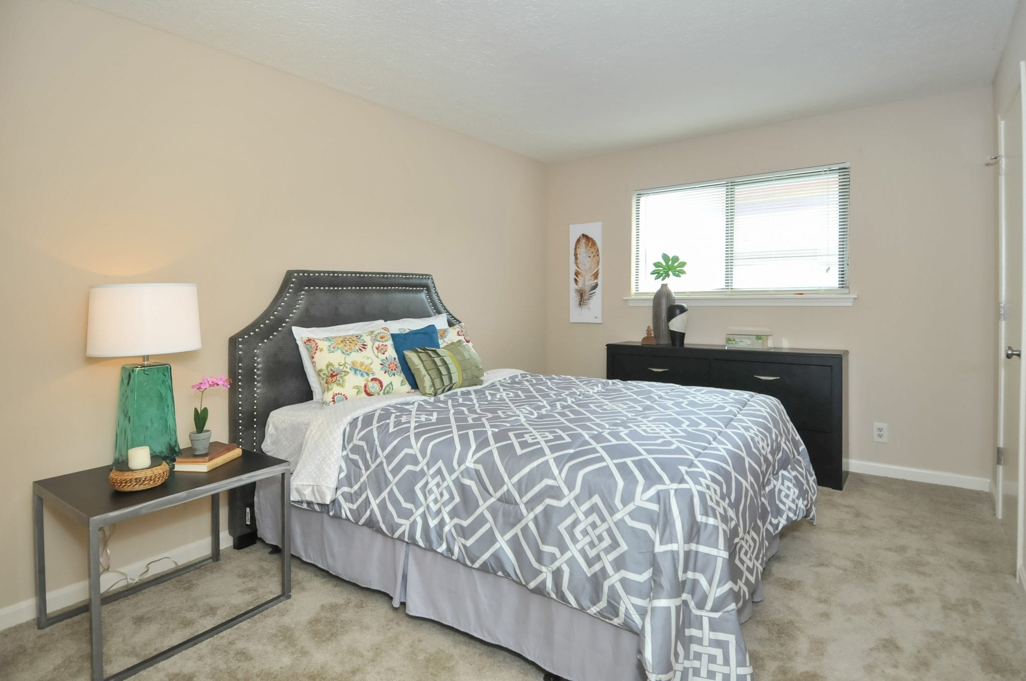 Highgate.springs.apartment.renovated.bedroom