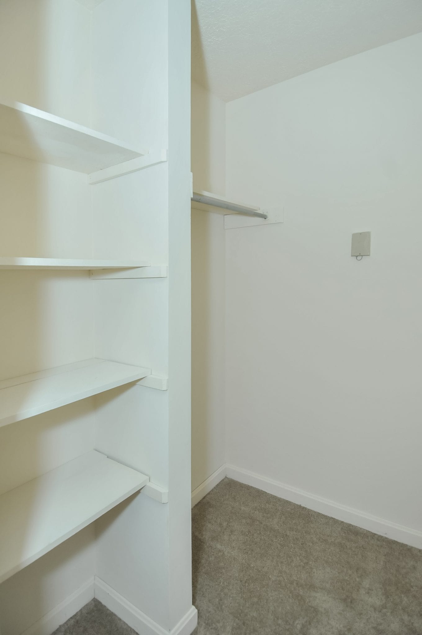 Highgate.springs.apartment.renovated.walkin.closet