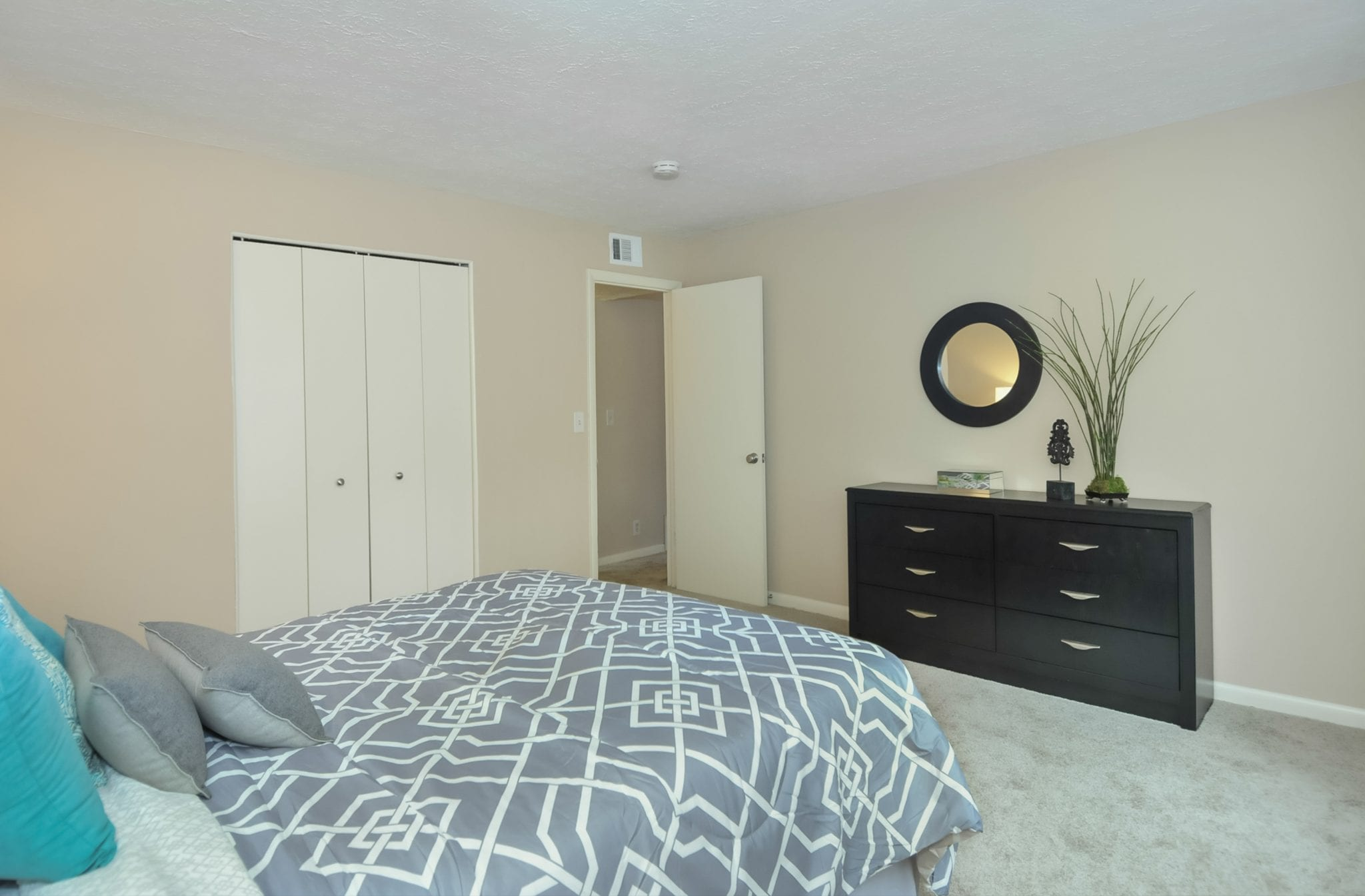 Highlands.st.francis.apartment.renovated.bedroom.closet