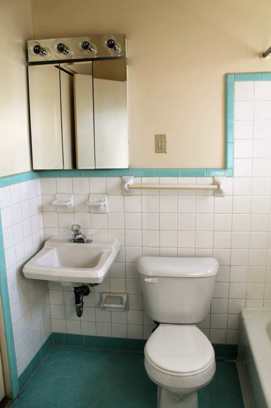 Highlands.midland.40204.apartment.bath.tile.vintage