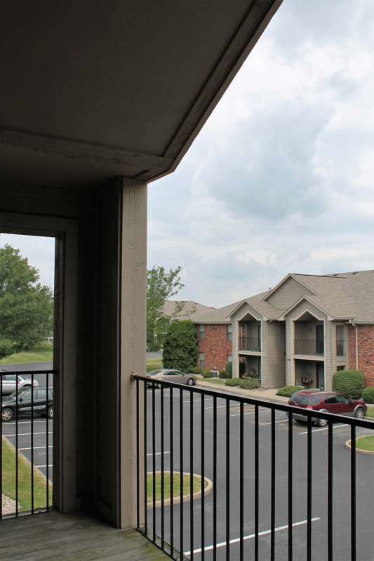 Hurstbourne.crossing.apartment.patio.2